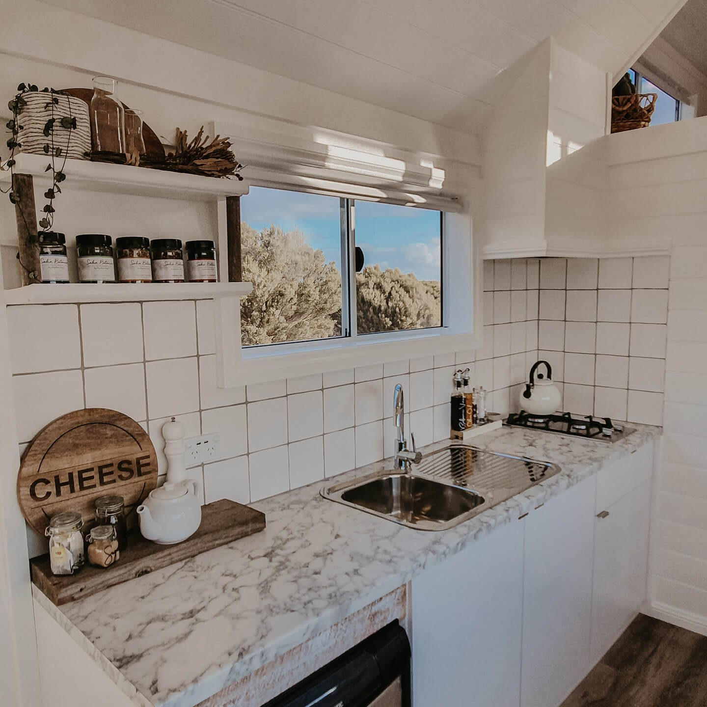 bayside-glamping-tiny-house-kitchen-area