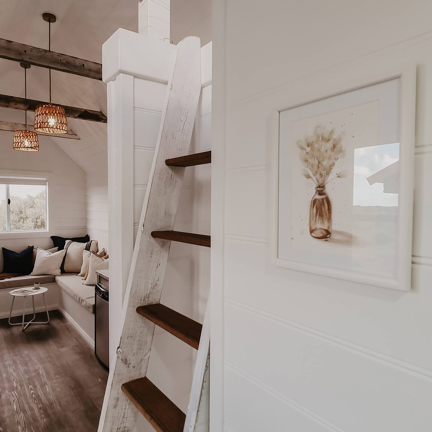 bayside-glamping-tiny-house-loft-stairs